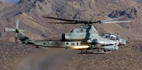 ヘルファイアを発射するAH-1Z