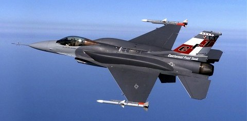 CFT装備型F-16