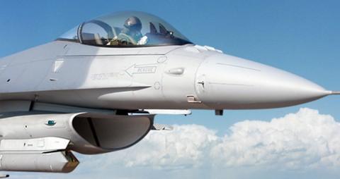 スナイパーXRポッド装備型F-16
