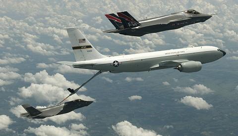空中給油を受けるF-35A