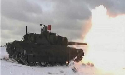 試験射撃を行うTK-X。モジュラー装甲は外されている